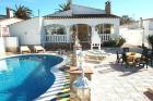 Villa Fluvia mit Pool am Kanal - Vacation Home Empuriabrava