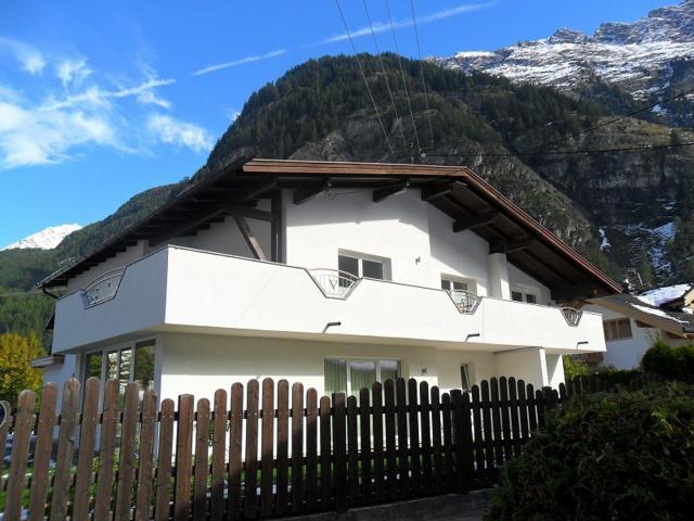 Vacation Apartment Längenfeld Bedroom