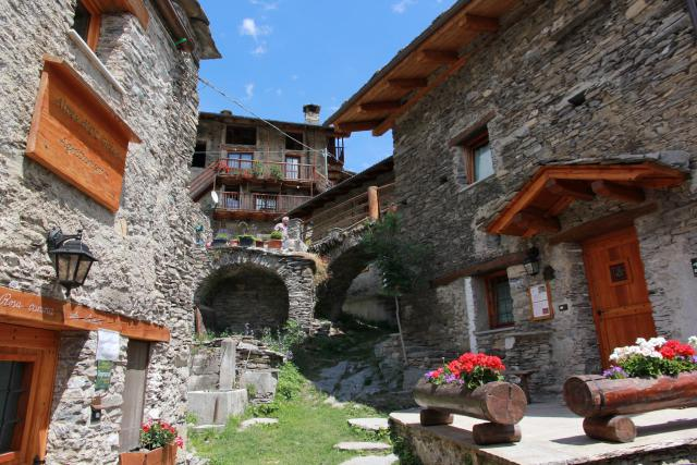 Vacation Apartment Stroppo Surrounding