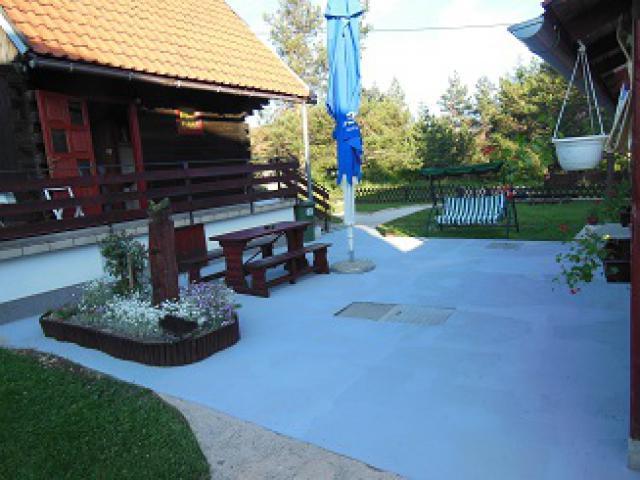 Lomahuoneisto Korenica-Plitvice