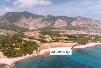 cala gonon sulla spiaggia