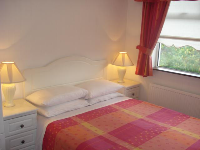 Almara B&B Dublin (est. 1991) - Bed & Breakfast Bath & WC