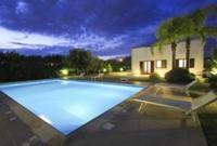 Flora, Villa con piscina