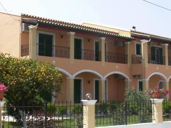 www.stavros-apartments.com
