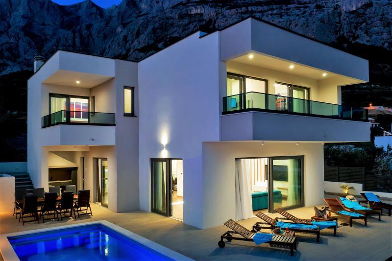 Maison Moderne Villa Mit Pool